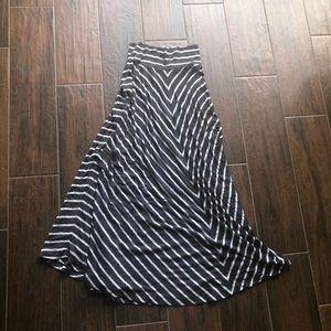 Kenneth Cole gray and white striped skirt size xs